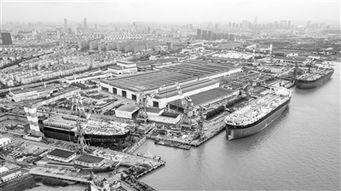 盛夏的沪东中华零号基地码头,一艘舱容17.4万立方米的巨型LNG船整...