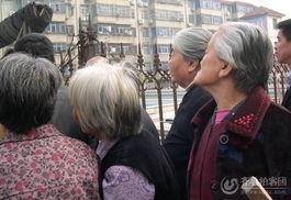 ...真实 温暖的网上山东 -什么力量让全社区 老头 老太太到广场来