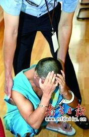 ...逮捕令后,肖某弯下腰痛哭流涕.资料图片-我只是想把钱要回来交学...