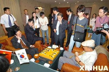 国围棋元老赛在沈阳落幕.中国队以总比分2比1战胜韩国队,并以两战...