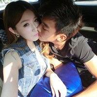 情侣接吻头像一对两张校