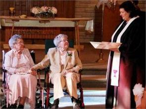 美国同性恋老人相伴72年后结婚 中国会允许同性婚姻吗