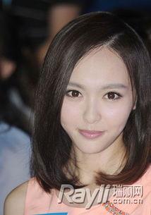 位,与杨幂是好姐妹的她,同样热衷于美瞳,但是对于扮可爱的杨幂来...