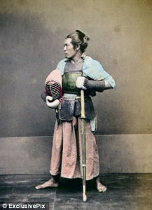 老照片揭示19世纪日本武士 刨腹自杀前的仪式