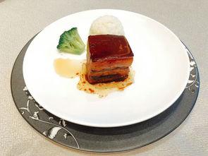 都酒店经营精品粤菜、江南菜、精选本地特色菜,是高档宴请的不二之...
