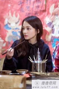会、综艺节目《蒙面唱将猜猜猜》女歌手李慧珍等都翻唱了此曲.在...