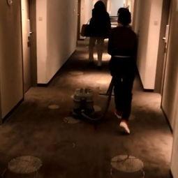 ...心情好 张柏芝酒店无聊扮服务员打扫卫生