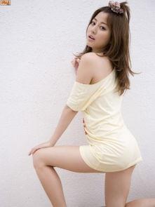 丰乳翘臀的日本美女搔首弄姿喷血诱惑人体艺术写真图片 美女写真 美...