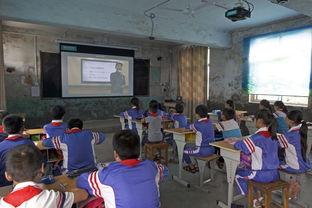 ...京的名师的在线课程.摄影:陈杰/新京报-山区小学学生体验在线教...
