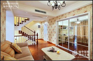 三楼梯间采光不好,用玻璃砖做卫生间与楼梯间的隔墙.玻璃砖良好的...