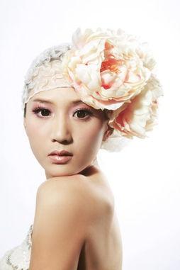 芽糖摄影全力为美女们打造出个性... 每个MM的脸型各有千秋,每个妆...