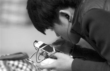 手机依赖症 调查 九成人称没手机不能活