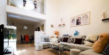 40平小户型装修案例: 来个客厅的全景,十分的宽敞明亮,餐厅就在...
