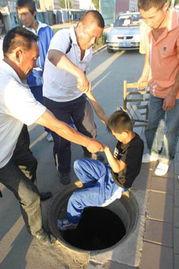 刘大娘的孙子被拽上来-64岁奶奶掉入无盖枯井 13岁孙子跳井救出