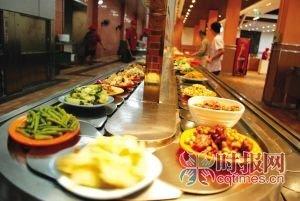 重大学生食堂设旋转传菜带 同学抱怨菜冷得快