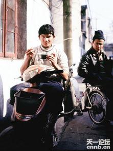 宁波馕饼大叔的照片在网上流传后,网民纷纷予以关注,称此忧郁大叔...