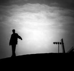 黑色的悲伤-黑白的忧伤