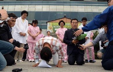 含着跪撅起腐书网-当地时间2014年5月28日,据韩国媒体报道,韩国南部全罗南道地区的...