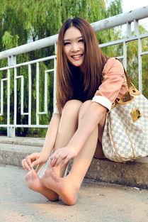 ...感美女模特允儿肉丝高跟极致诱惑大胆街拍图片 美腿丝袜 美桌图片库